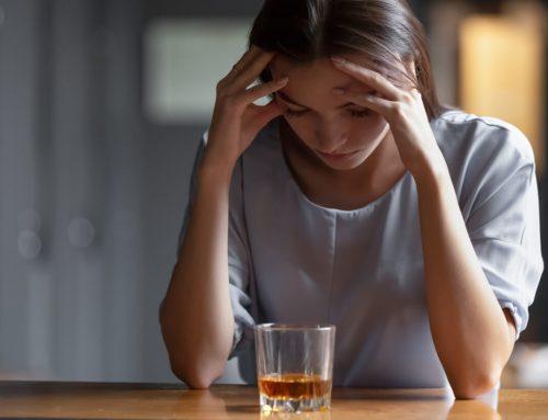 ¿Cómo saber si una persona es alcohólica?