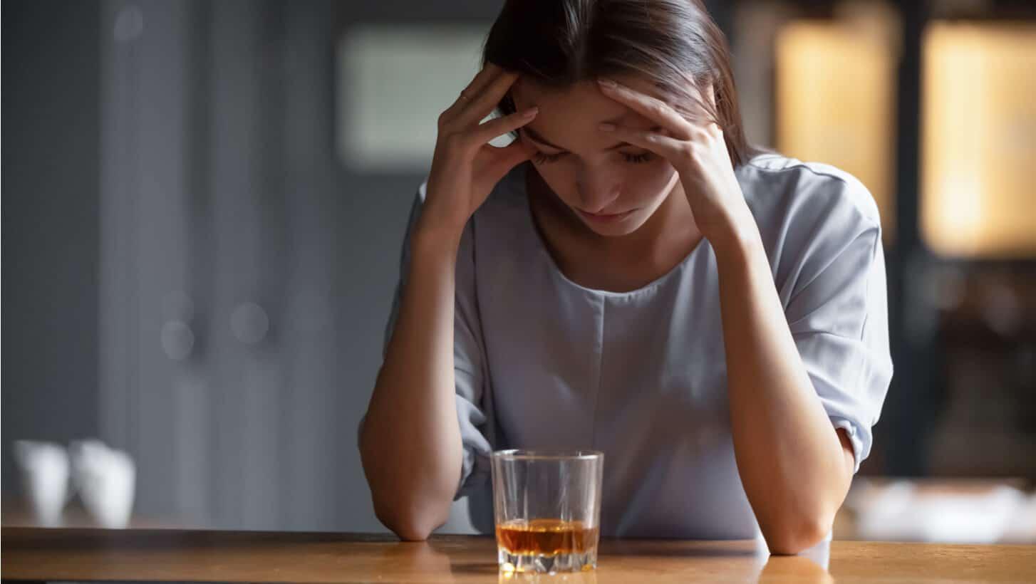 como saber si una persona es alcoholica